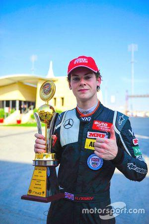Ganador de la carrera Harrison Newey