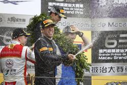 Podio: il vincitore della gara António Felix da Costa, Carlin Dallara Volkswagen