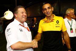 Zak Brown, directeur McLaren Technology Group, en Cyril Abiteboul, teambaas Renault Sport F1 Team