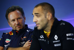 Christian Horner, director del equipo, Red Bull Racing, Cyril Abiteboul, Director General de Renault Sport F1 Team, en la Conferencia de prensa FIA