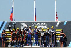 Podium: winnaars Matevos Isaakyan, Egor Orudzhev, SMP Racing, tweede Memo Rojas, Nicolas Minassian,
