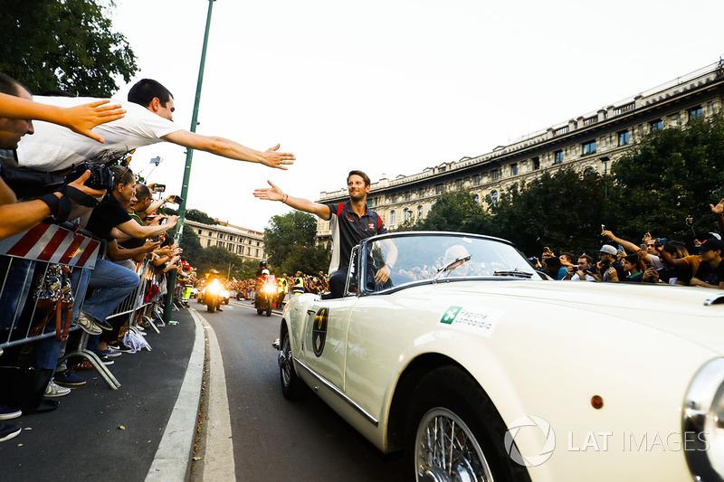 Romain Grosjean, Haas F1 Team, en el desfile de Milán