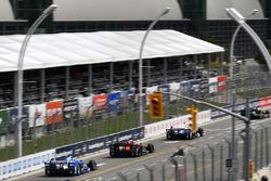 Такума Сато, Andretti Autosport Honda, Себастьян Сааведра, Schmidt Peterson Motorsports Honda, и Тони Канаан, Chip Ganassi Racing Teams Honda