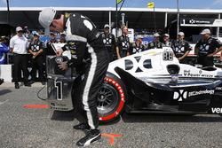 Polesitter Simon Pagenaud, Team Penske Chevrolet