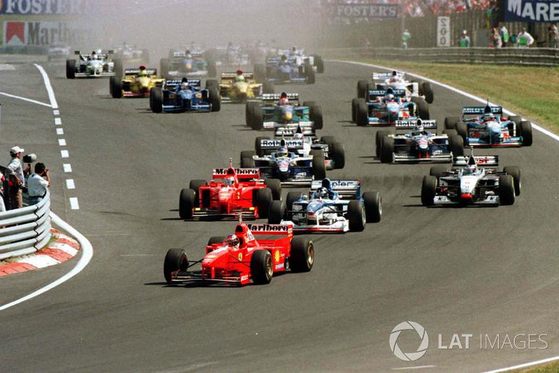 Start: Michael Schumacher, Ferrari F310B, führt