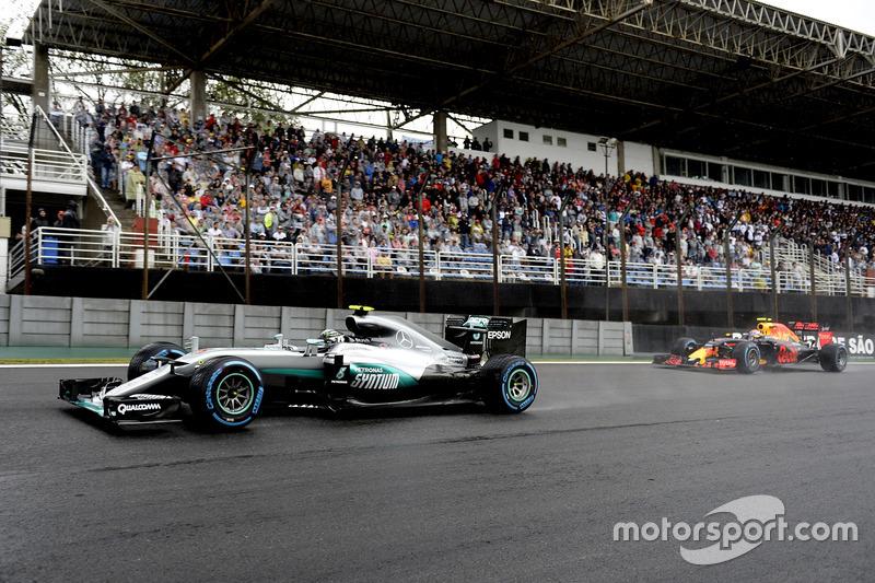 Nico Rosberg, Mercedes AMG F1 W07 Hybrid, Max Verstappen, Red Bull Racing RB12