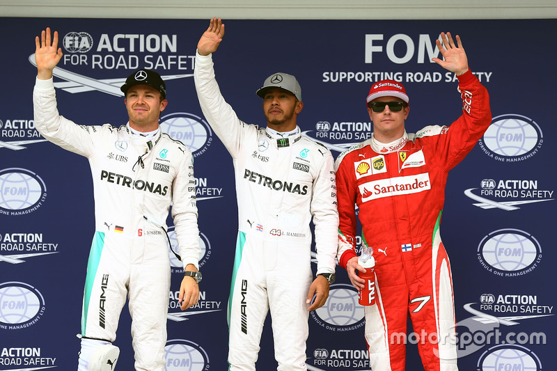 Nico Rosberg, Mercedes AMG F1, segundo; Lewis Hamilton, Mercedes AMG F1, pole; Kimi Raikkonen, Ferrari, tercero