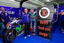 Jorge Lorenzo, Yamaha Factory Racing celebrates with his team