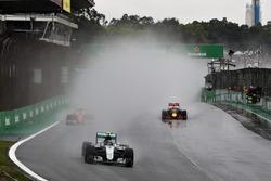 Nico Rosberg, Mercedes AMG F1 W07 Hybrid, Kimi Raikkonen, Ferrari SF16-H, Max Verstappen, Red Bull Racing RB12