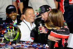 Kurt Busch, Stewart-Haas Racing Ford with his wife
