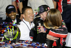 Kurt Busch, Stewart-Haas Racing Ford with his wife