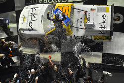Kaz Grala, GMS Racing Chevrolet, celebra en Victory Lane