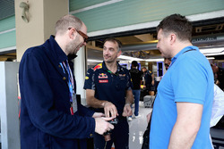 Les Chemical Brothers dans le garage Red Bull Racing