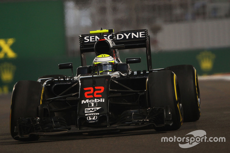 Jenson Button, McLaren MP4-31 se retira con una suspensión rota