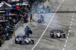 Marco Andretti, Andretti Autosport, Honda; Ed Jones, Dale Coyne Racing, Honda
