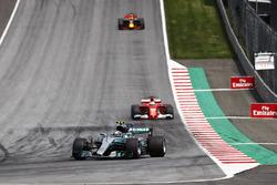 Valtteri Bottas, Mercedes AMG F1 W08, Sebastian Vettel, Ferrari SF70H, Daniel Ricciardo, Red Bull Racing RB13