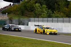 Timo Glock, BMW Team RMG, BMW M4 DTM dopo l'incidente e Bruno Spengler, BMW Team RBM, BMW M4 DTM