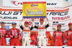 Podium GT500: race winners #8 Autobacs Racing Team Aguri Honda NSX Concept GT: Tomoki Nojiri, Takashi Kobayashi