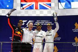 Podium: racewinnaar Lewis Hamilton, Mercedes AMG F1, tweede plaats Daniel Ricciardo, Red Bull Racing