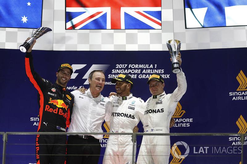 14º Podio del GP de Singapur 2017 - 2º Daniel Ricciardo, Red Bull Racing; 1º Lewis Hamilton, Mercedes; 3º Valtteri Bottas, Mercedes