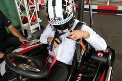 『e-kart ride』シートベルト装着時