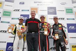 Podium : le vainqueur Joel Eriksson, Motopark Dallara F317 - Volkswagen, le deuxième Lando Norris, Carlin Dallara F317 - Volkswagen, le troisième Nikita Mazepin, Hitech Grand Prix, Dallara F317 - Mercedes-Benz