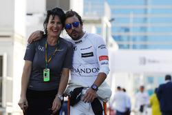 Fernando Alonso, McLaren, y encargada de prensa Silvia Hoffer Frangipane