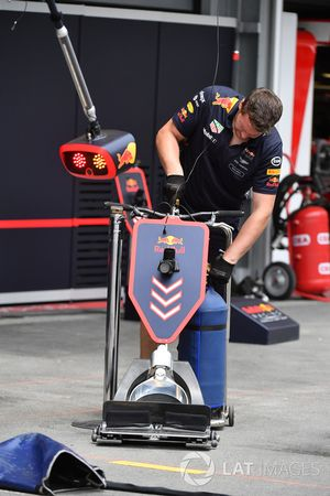 Red Bull Racing mecánico y conector frontal