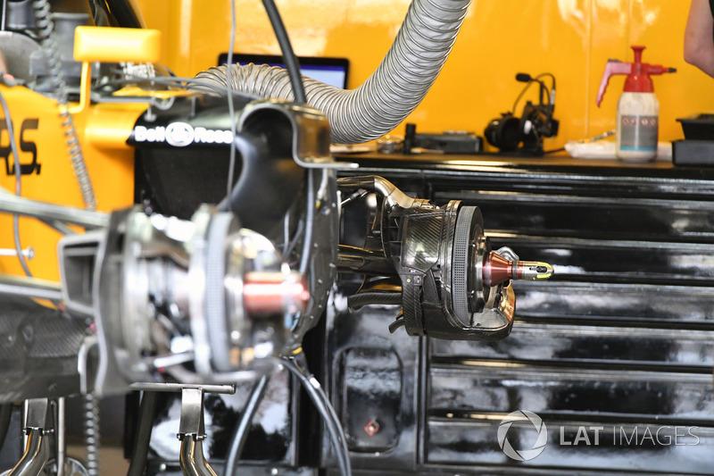 تفاصيل محور الإطار الخلفي لسيارة رينو