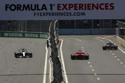 Valtteri Bottas, Mercedes-Benz F1 W08 e Sebastian Vettel, Ferrari SF70H