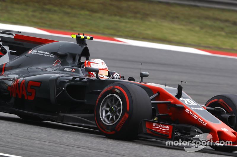 Em meio a tanta confusão, Kevin Magnussen aproveitou a oportunidade e levou a Haas para a zona de pontuação pela primeira vez no ano, terminando em oitavo.