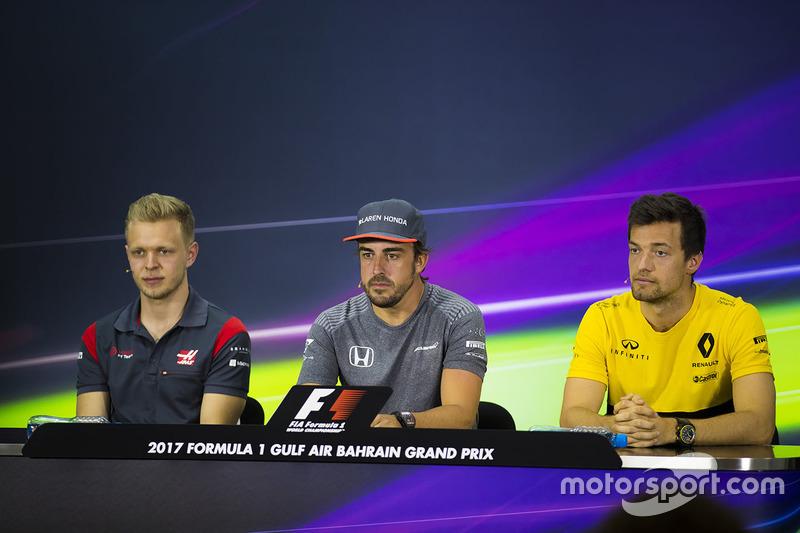Kevin Magnussen, Haas F1 Team; Fernando Alonso, McLaren; Jolyon Palmer, Renault Sport F1 Team