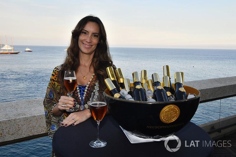 Bianca Senna, Fairmont Hotel'de Neuschwansteiner birası etkinliğinde