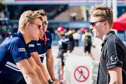 Gustav Malja, Racing Engineering chats with Marcus Ericsson, Sauber