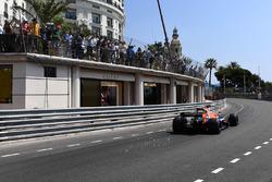 Jenson Button, McLaren MCL32 en vonken