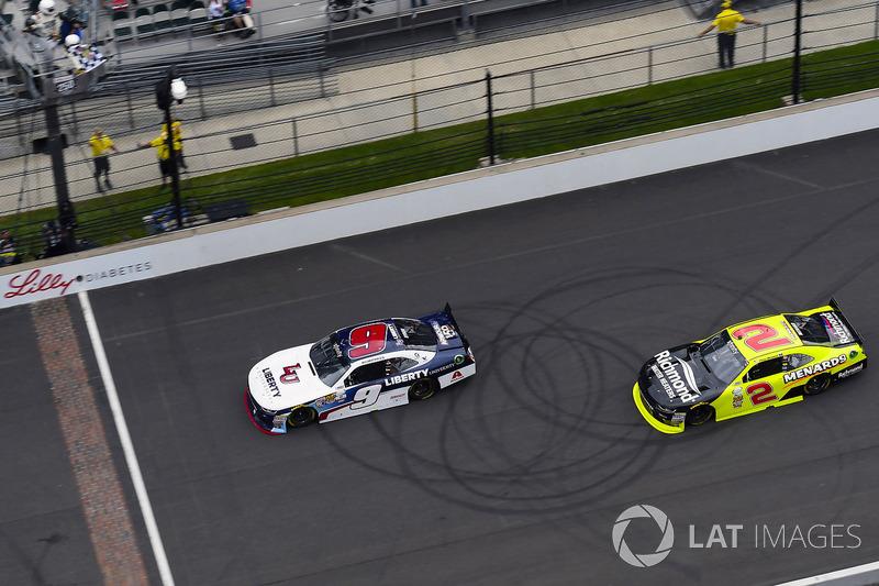 Sieg für William Byron, JR Motorsports Chevrolet, vor Paul Menard, Richard Childress Racing Chevrolet