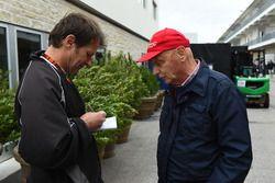 Michael Schmidt, Journalist and Niki Lauda, Mercedes AMG F1 Non-Executive Chairman