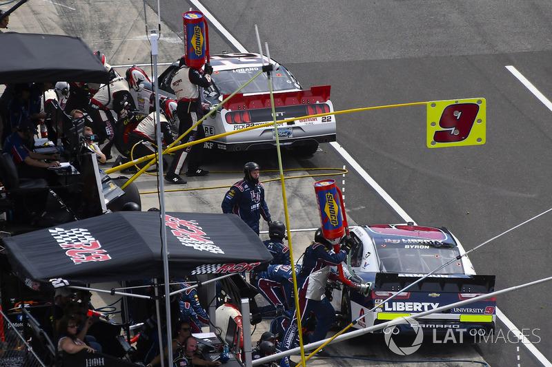 Joey Logano, Team Penske Ford, William Byron, JR Motorsports Chevrolet