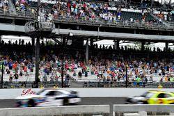 Yarış galibi William Byron, JR Motorsports Chevrolet ve Paul Menard, Richard Childress Racing Chevro