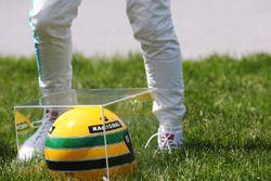 Helm von Ayrton Senna als Geschenk für Lewis Hamilton