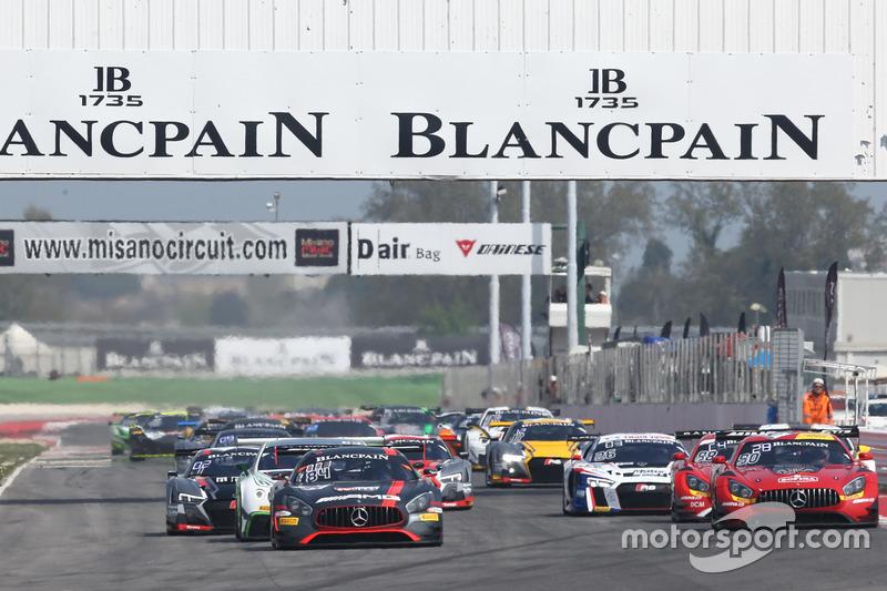 Start: #84 Mercedes-AMG Team HTP Motorsport, Mercedes-AMG GT3: Maximilian Buhk, Franck Perera, führt