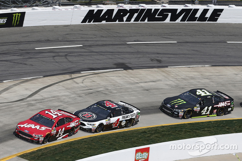 Clint Bowyer, Stewart-Haas Racing Ford, Kevin Harvick, Stewart-Haas Racing Ford, Kurt Busch, Stewart