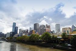 Une vue de Melbourne au-dessus de la rivière Yarra
