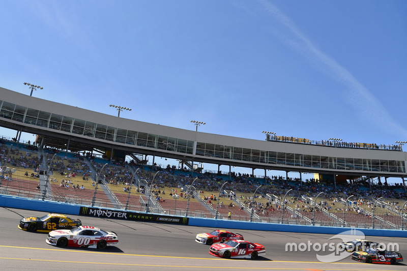 Cole Custer, Stewart-Haas Racing Ford y Brendan Gaughan, Richard Childress Racing Chevrolet