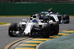 Felipe Massa, Williams FW40, devant Valtteri Bottas, Mercedes AMG F1 W08