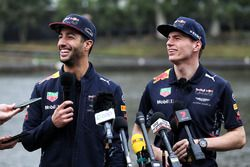 Daniel Ricciardo, Red Bull Racing y Max Verstappen, Red Bull Racing con los medios después de estar