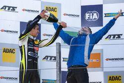 Podium, Lando Norris, Carlin, Dallara F317 - Volkswagen,