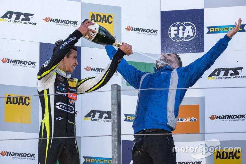Podium: Lando Norris, Carlin, Dallara F317 - Volkswagen,