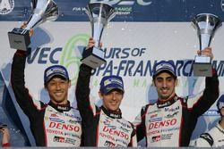 Podium LMP1: race winners Anthony Davidson, Sébastien Buemi, Kazuki Nakajima, Toyota Gazoo Racing