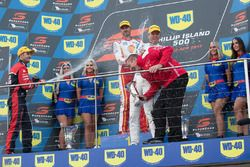 Podium: race winner Fabian Coulthard, Team Penske Ford, second place Jamie Whincup, Triple Eight Rac